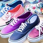 白×ピンクにも青緑×グレーにも見える靴。あなたはどっちに見える?