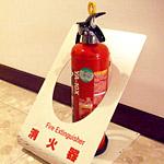 インドネシアの空港にある消火器置き場がセンスに満ち溢れていた!