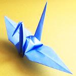 鶴の折り紙を折ったら頭と翼を折り間違え、翼に顔が出現して笑うw