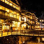 銀山温泉に雪が降った光景が大正浪漫に溢れていてとても綺麗!